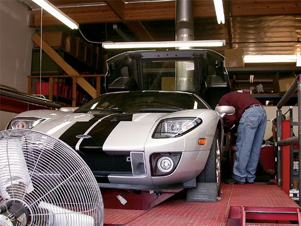 While The   Lightning And   Cobra Motors Made Do With The Eaton Roots Super Charger The Ford Gt Is Boosted By A  L Twin Screw Supercharger